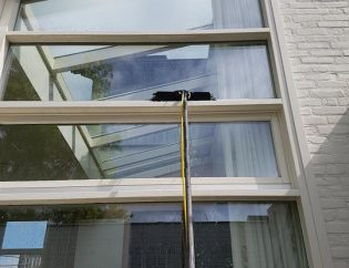 How to clean commercial windows without leaving streaks